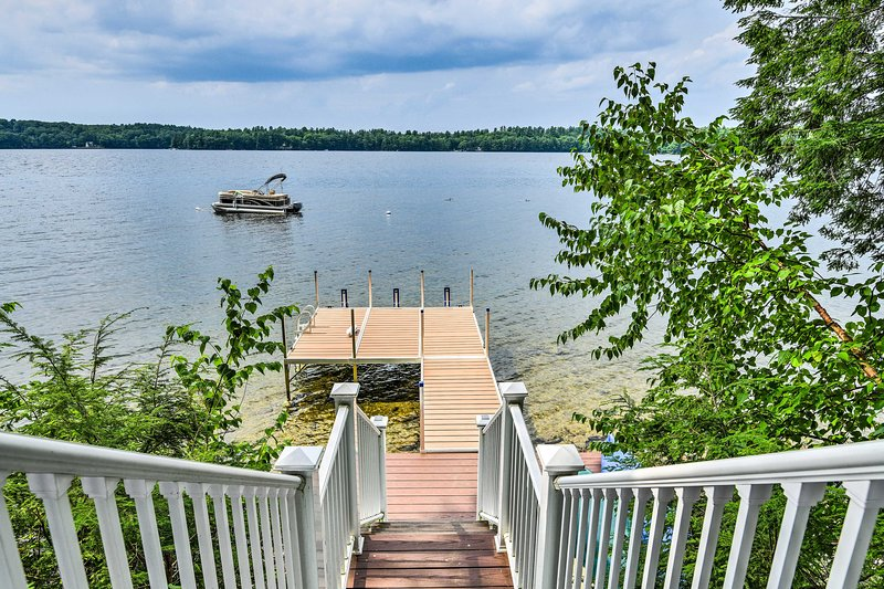 Take a few short steps down to your dock!