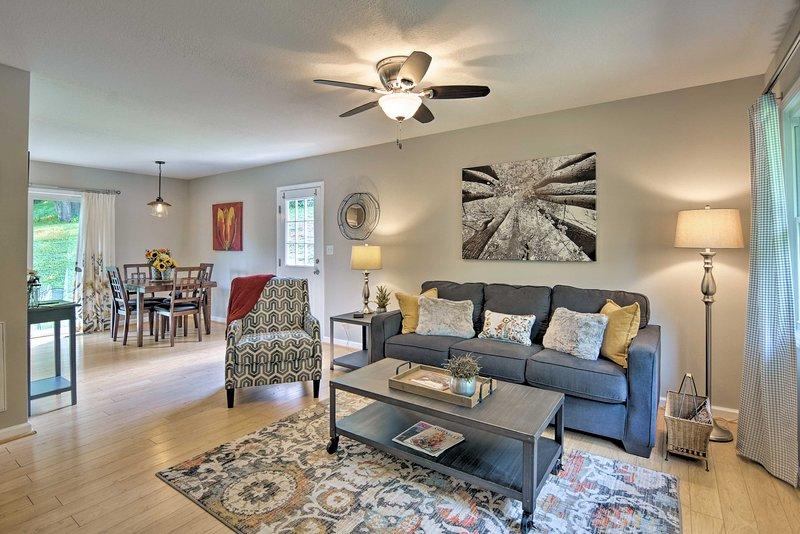 Njut av en underbar resa till vackra Weaverville och bo på detta underbara hem!