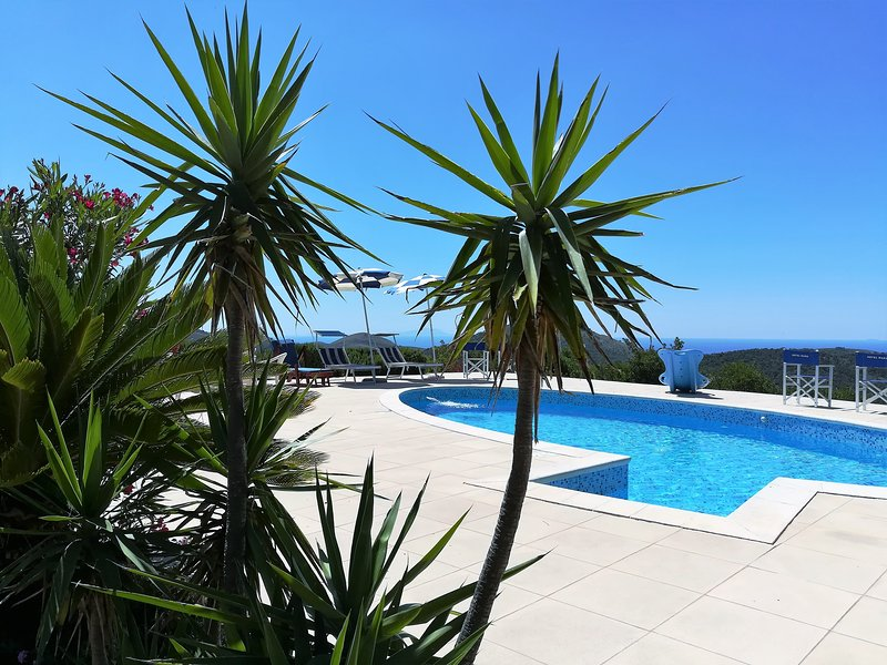 Holiday resorts pour 10 personnes, avec piscine, vacation rental in Sperlonga