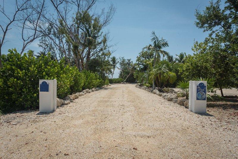 Islamorada Oceanfront Estate, Pool, Beach Cottages-- Sea ...