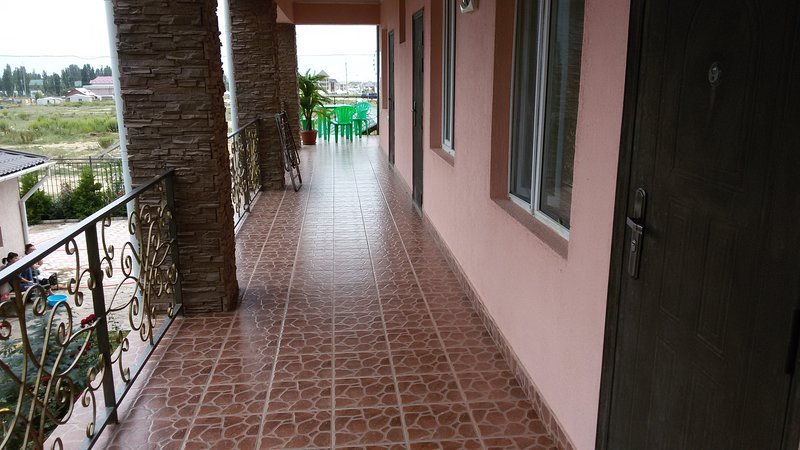 Amir Guesthouse near Shoreline (3-Bedroom Unit 5), holiday rental in Issyk Kul Province