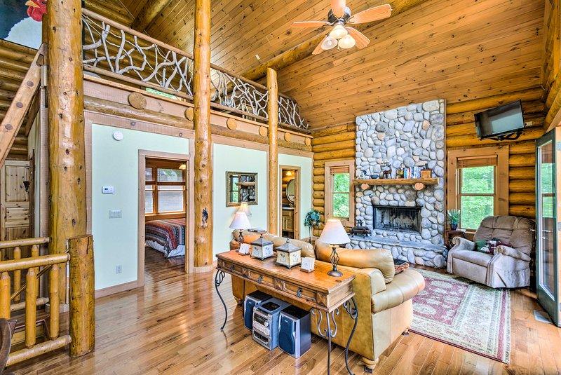 Topton Cabin w/ Hot Tub, 2 Decks, Lake + Mtn Views, holiday rental in Topton