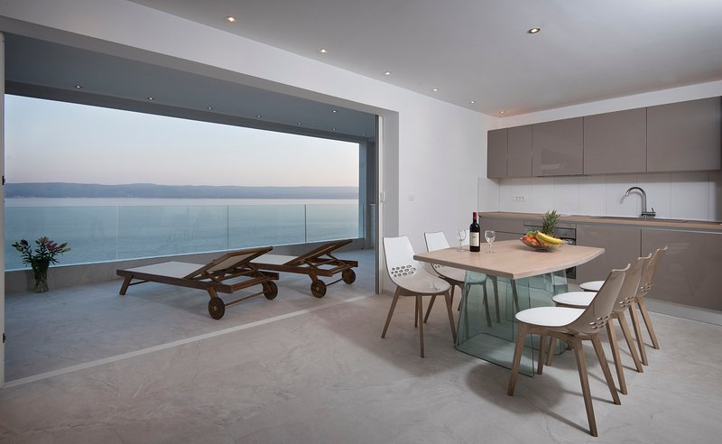 Deluxe Apartment with sea view, vacation rental in Marusici