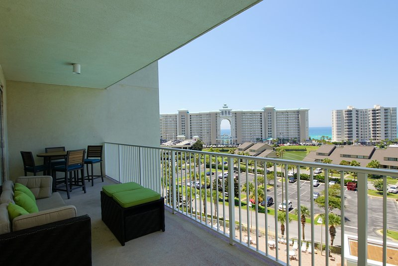 Relax & enjoy breathtaking 8th story views of the sparkling emerald Gulf from this luxury condo!