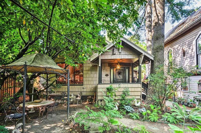 Come see what's waiting for you at this Portland vacation rental apartment.
