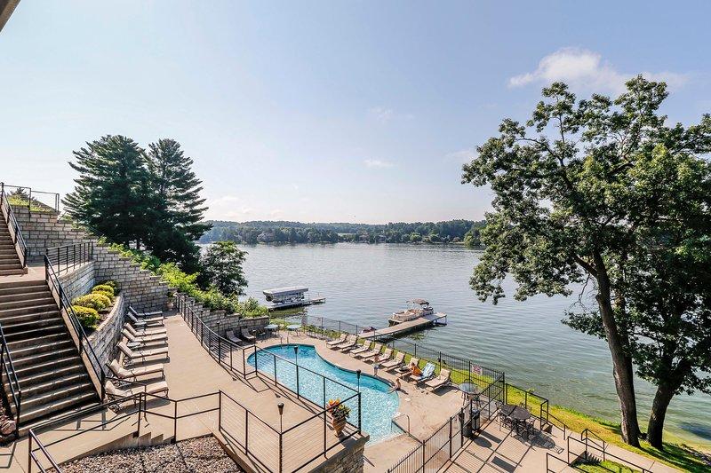 Vista de la piscina al aire libre Wisconsin Dells Getaways # 307