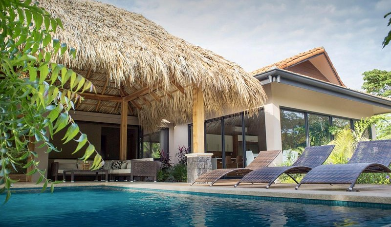 Amazing 8 Bedroom Luxury Villa at Hacienda Pinilla-Breakfast Included!, aluguéis de temporada em Playa Avellanas