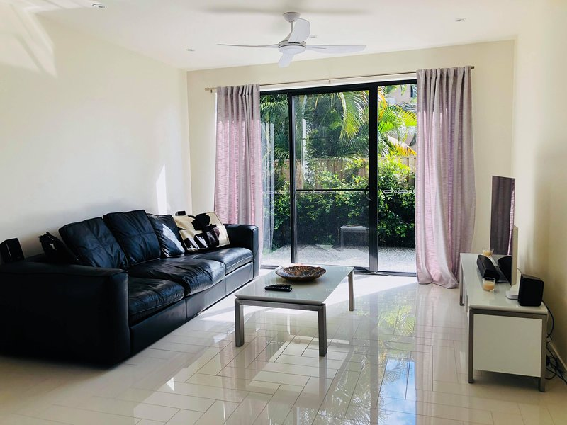3 Bed Executive Luxury Beachside Townhouse, holiday rental in Tallebudgera