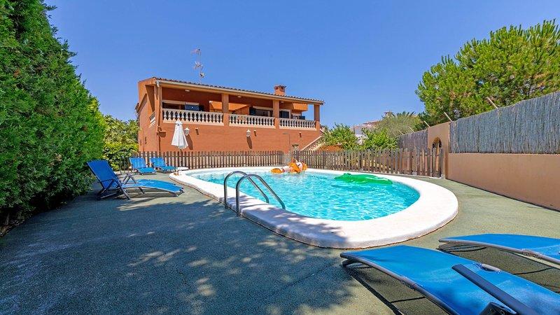 Ravell - Hübsches Haus mit Pool, 400 m vom Strand, aluguéis de temporada em Sa Coma