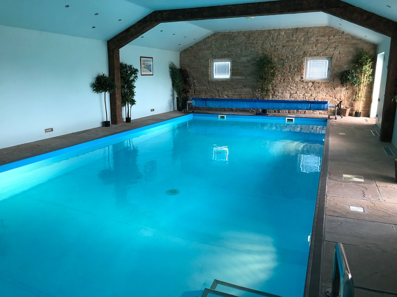 Mole's Cottage-with heated indoor pool & hot tub for your own private use, vacation rental in Newball