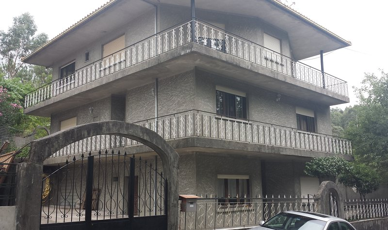 Spacious house with garden & Wifi, vacation rental in Varzea Cova