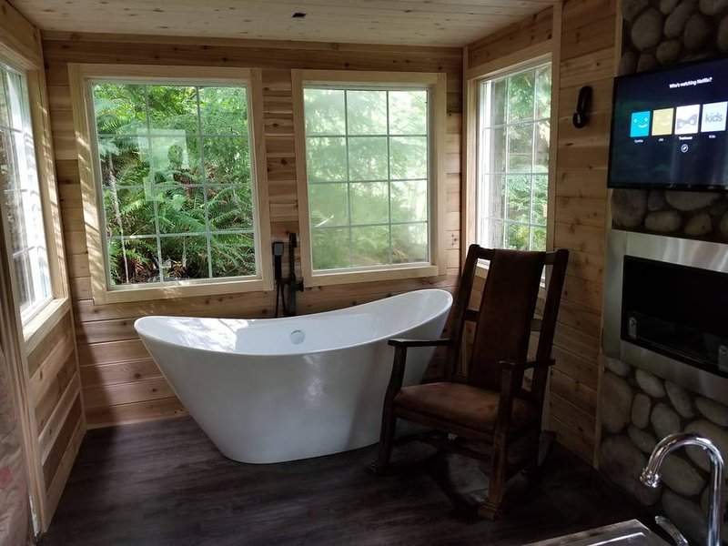 Treehouse Place at Deer Ridge, vacation rental in Monroe