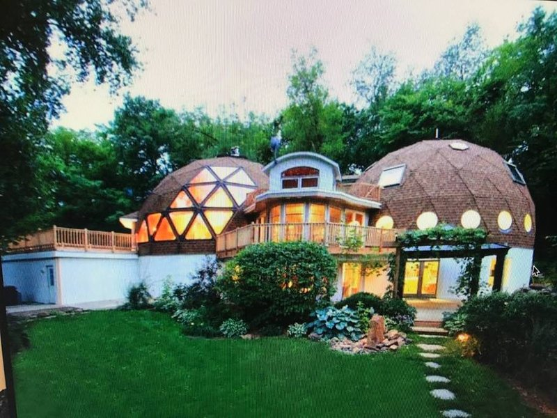 Double Geodesic Dome Home - 8k square foot New Remodel, location de vacances à Crystal