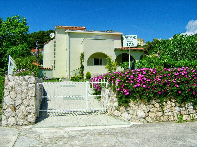 One bedroom apartment Banjol, Rab (A-11800-a), vacation rental in Palit
