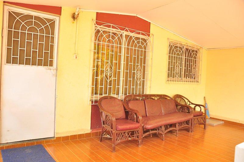 Two level villa for friends and families..., location de vacances à Kamshet