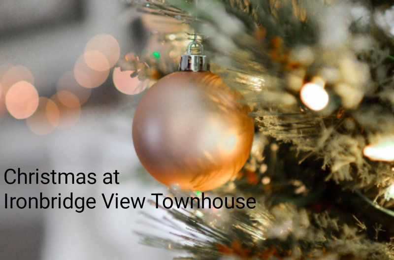 Cottage decorated for you to enjoy. Restaurants open on Christmas Day near by museums on Boxing Day