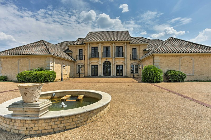 Spend your next Lake Texoma vacation at this luxurious vacation rental house!