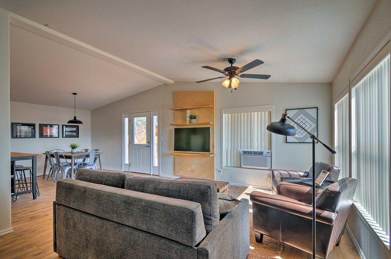 Escalante Home w/ Hot Tub - Near Nat'l Parks!, location de vacances à Boulder