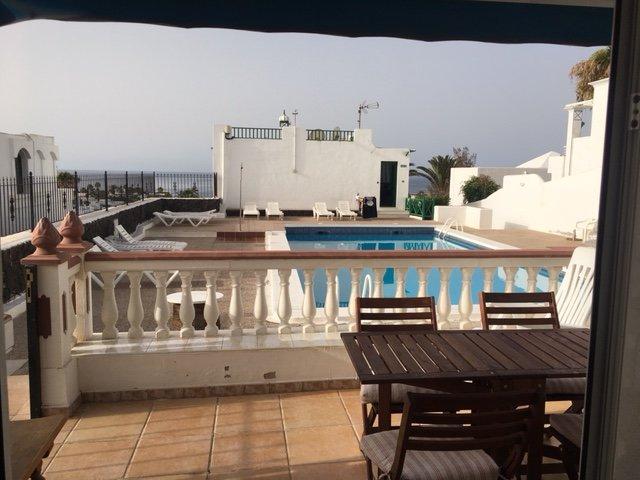 Terrasse privée avec vue mer et piscine