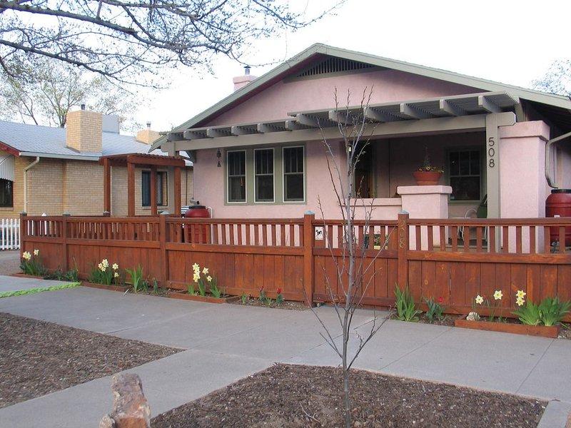 Impeccable suite in walkable core of the city, vacation rental in Los Ranchos de Albuquerque
