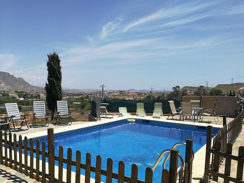 VILLA CON PISCINA PRIVADA, holiday rental in Pedralba