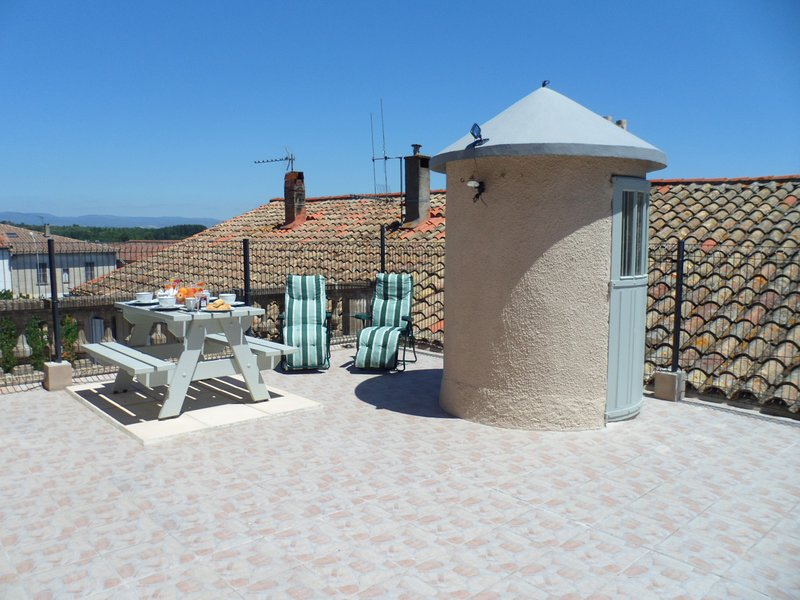 Petite Chateau Holiday Home with Character, holiday rental in Blomac