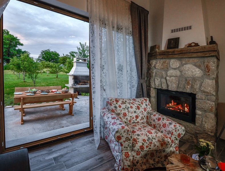 Villa Joja - with sauna & swimming pool, holiday rental in Gospic