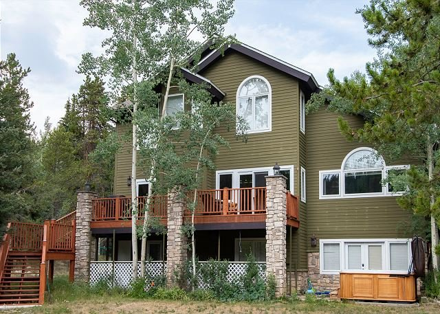 Brooks Hill Lodge Home: Lots Of Space, Hot Tub!, holiday rental in Breckenridge