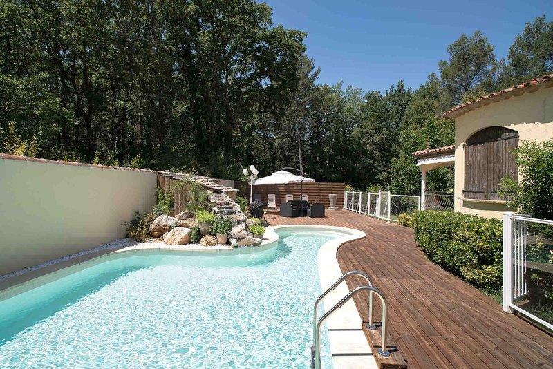Villa provençale de charme de 200M2 avec piscine privée à Nans les Pins., holiday rental in Plan-d'Aups-Sainte-Baume