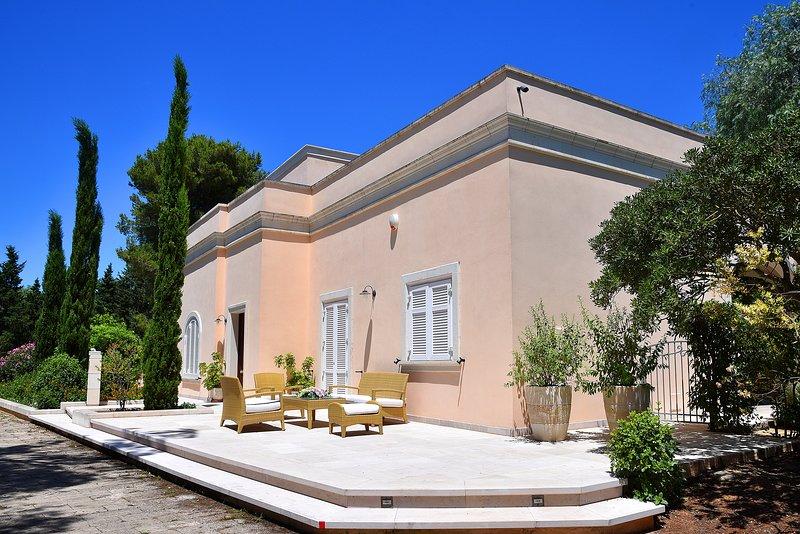 Villa Le Cenate with botanical garden and pool, casa vacanza a Santa Caterina