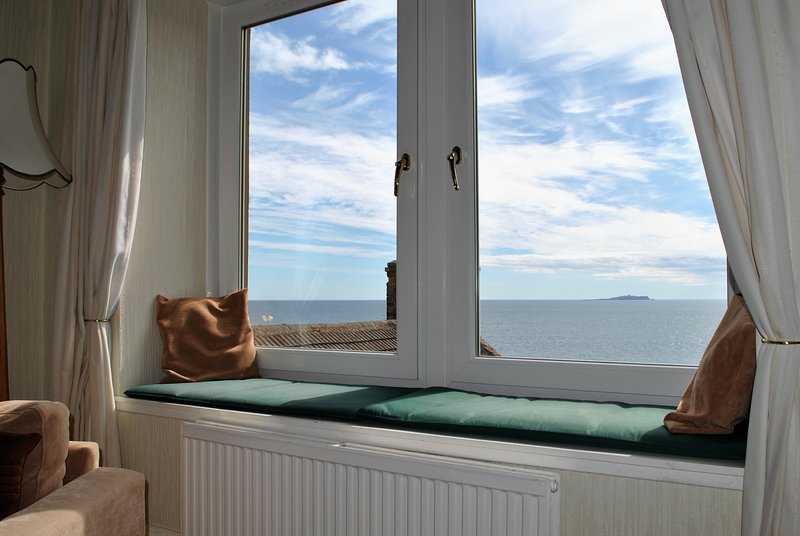 Island View- stunning sea views from family home, holiday rental in Cellardyke