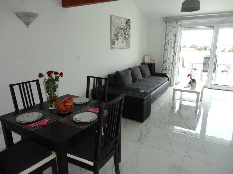 Ivana - appartamento con vista al mare, location de vacances à Porec