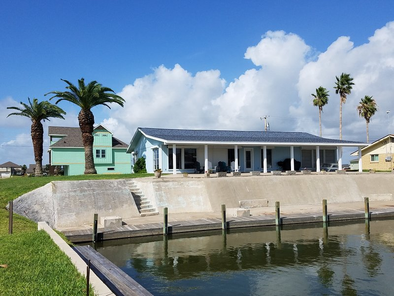 Rockport Canal Home with Dock, alquiler de vacaciones en Rockport