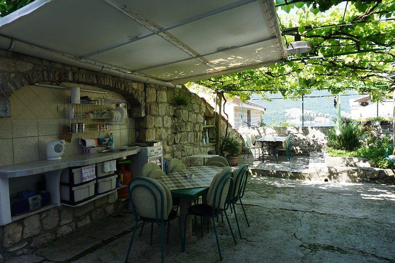 guesthouse Dragutinovic, holiday rental in Donji Stoliv