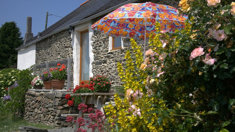 Couples Rural Escape, easy access to Western Brittany: Penlan Gites, Gite 1, vacation rental in Chateaulin