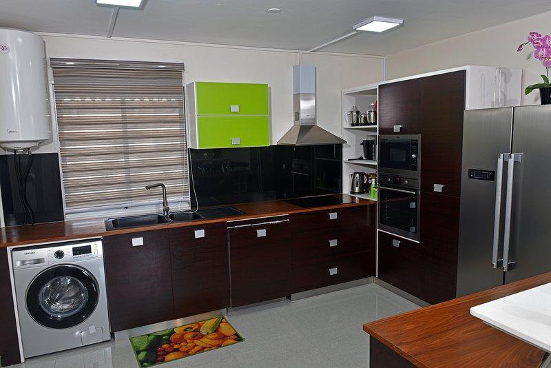 Appartement entièrement climatisé. 700 métres de la plage., alquiler vacacional en Triolet