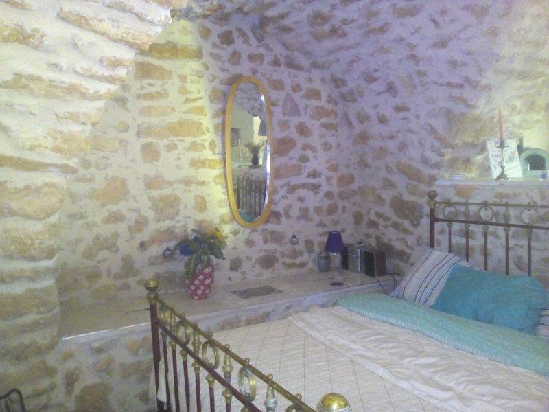 le coin chambre atypique voûte et pierres apparentes