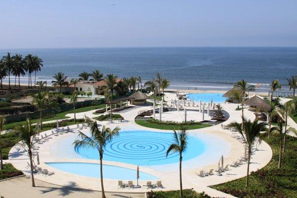 Beach Front 2 master bedrooms 2 bath large condo over looking bay Del Canto, alquiler de vacaciones en Flamingos