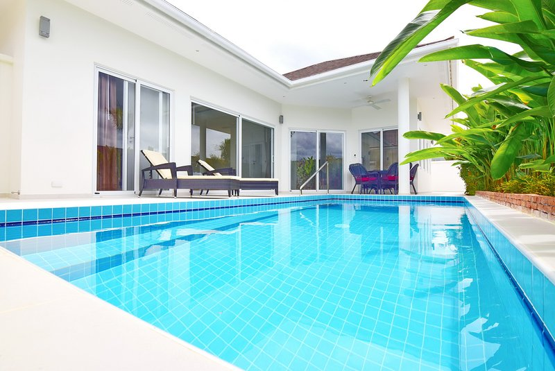 Swimmingpool: 7.5 x 3 meters, deep 1.6 meters.