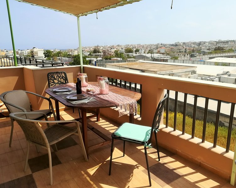 Cozy studio in Heraklion 10 minutes from the beach with spacious veranda, holiday rental in Skafidaras