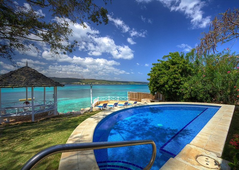 Sea Haven - 4 Bedroom Villa at Discovery Bay - Book Now, vacation rental in Discovery Bay