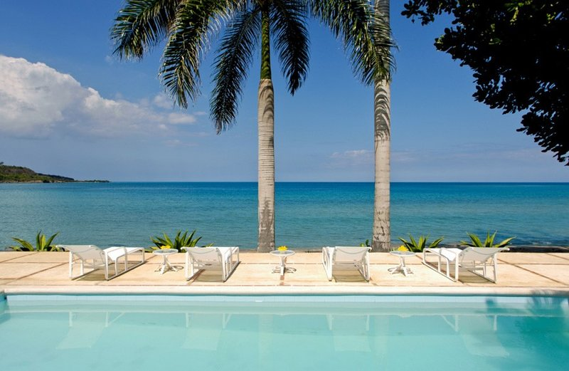 Serenity on the Beach - 4 Bedroom Villa at Montego Bay - Book Now, Ferienwohnung in Hopewell