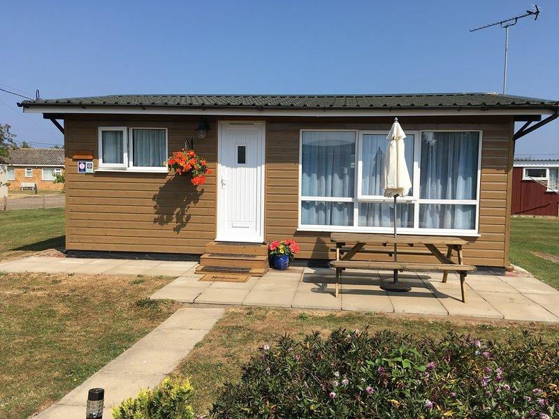 Cedar Lodge, Heacham, Norfolk. Quiet location, 5 minutes walk to the beach., location de vacances à Sedgeford