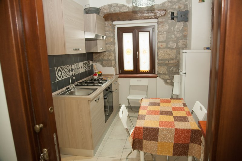 DONNA FRANCESCA NEW APARTMENTS WITH A VIEW, holiday rental in Villalba