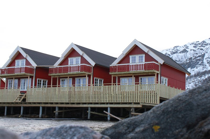 Vengsøy Rorbuer, arctic seaside experience., holiday rental in Northern Norway