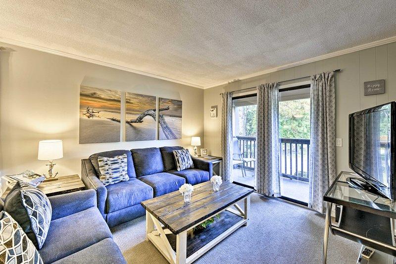 Hilton Head Island Condo - Walk to Pool & Beach!, holiday rental in Bluffton