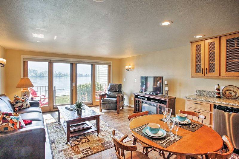 This well-appointed living space accommodates up to 5 guests.