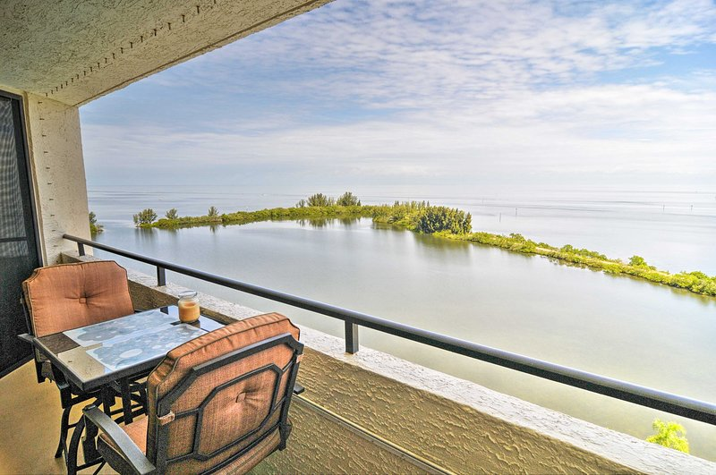 This million-dollar Gulf of Mexico view will take your breath away!