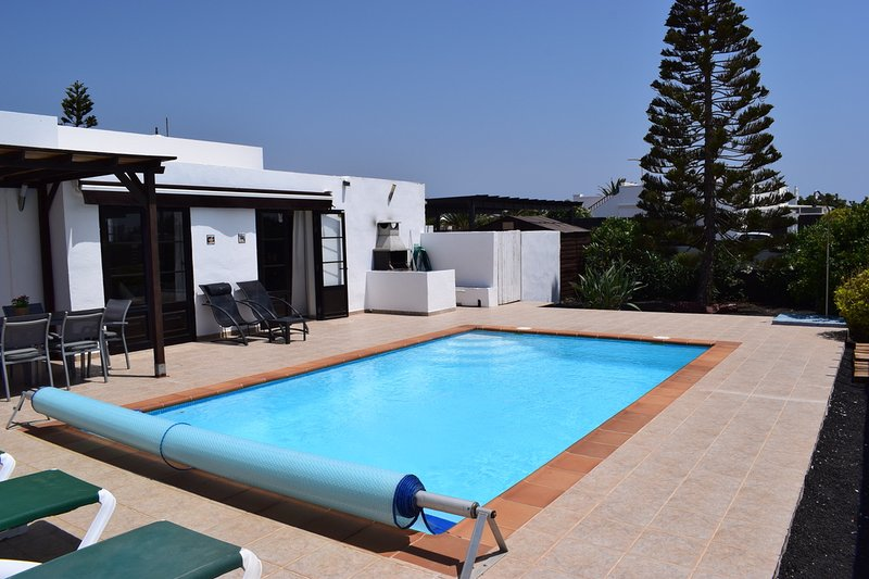VILLA IMOGEN WITH NEW HEATED SWIMMING POOL, holiday rental in Las Brenas
