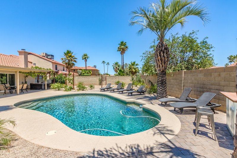 Greenway by Scottsdale Stays w/Heated Pool-Spa ❤️ Best Golf-Dine-Shop Area., alquiler de vacaciones en Scottsdale